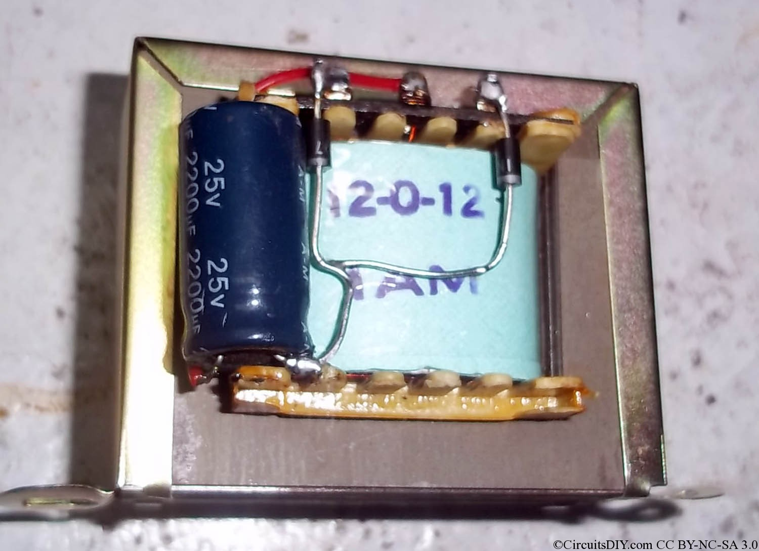 12 Volt 24 Lead Acid Battery Charger Circuit Homemade Dc Soldering Iron Driver Circuits Diy Ive Used Mp3 Player Cabinet For Fitting A Switch Transformer Voltage Adjusting Lm317 And The Output Rca Jack Led