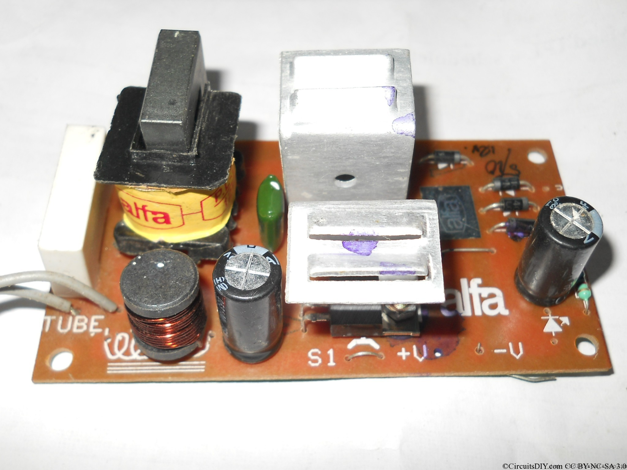 Circuits Diy Page 8 Of 12 Electronics Embedded System News How To Build A100 Watt Pure Sine Wave Inverter Circuit Electronic Setup Diagram An Alfa Branded Volt 20 Cfl Kit